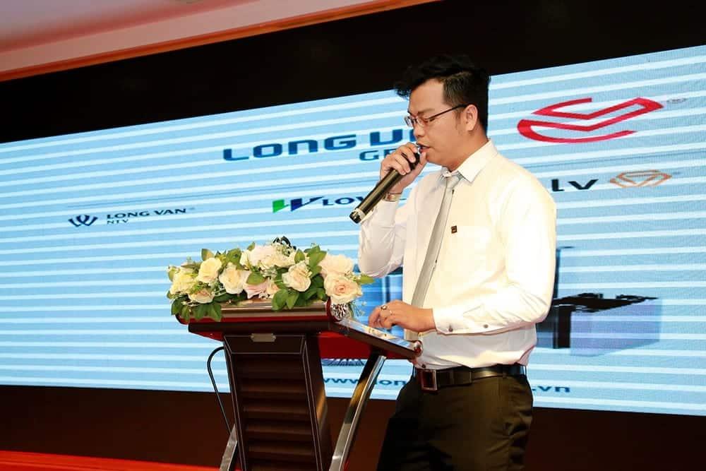Đại diện tập đoàn Long Vân Group trình bày quy trình sản xuất thanh nhôm Hondalex