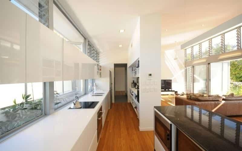 Cửa sổ lá sách ngăn nước mưa rò rỉ vào nhà