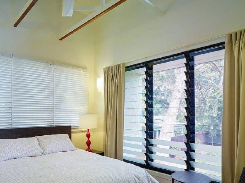 Cửa lá sách nhôm kính giúp tối đa ánh sáng tự nhiên vào bên trong phòng