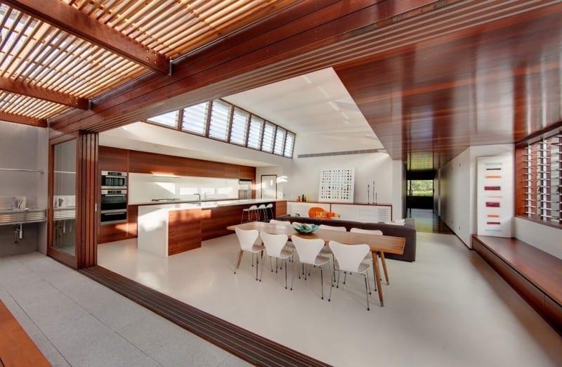 Cửa sổ lá sách tại phòng ăn sẽ giúp đưa không khí, ánh sáng tự nhiên