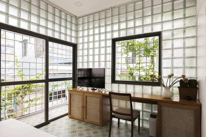 Cửa sổ hình vuông: Kiểu dáng cửa sổ thiết kế nhà đẹp theo phong cách Châu Âu