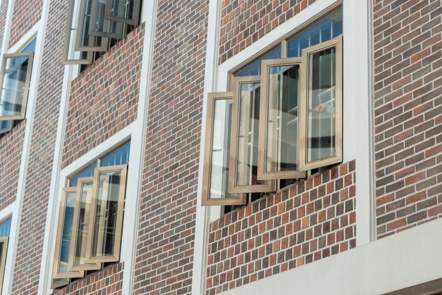 Cửa sổ mở góc 90 độ đón gió, thông khí trong phòng