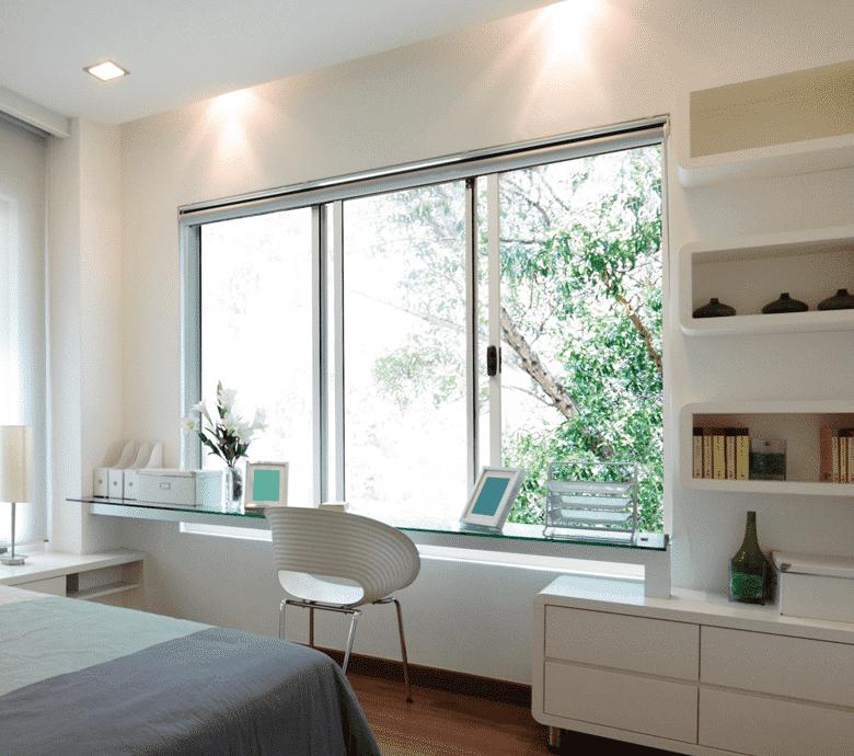 Không gian tràn ngập ánh sáng với cửa sổ lùa nhôm kính