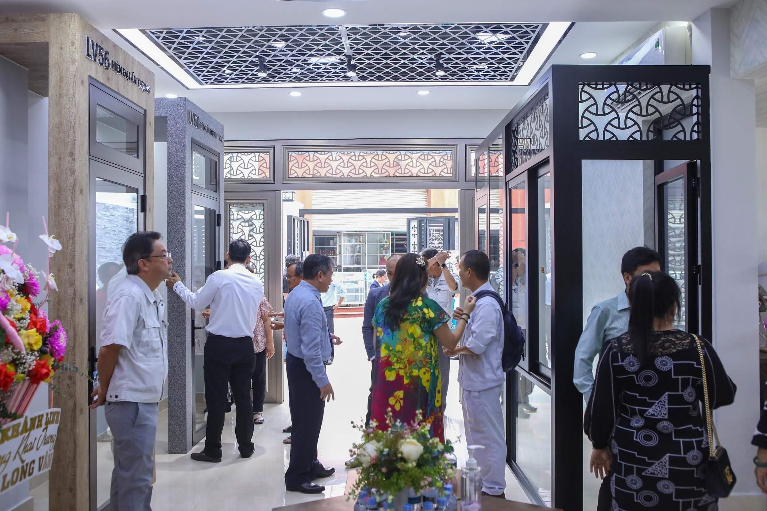Showroom trưng bày những hệ cửa được ưa chuộng trên thị trường hiện nay