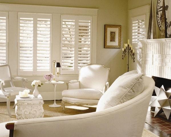 Cửa sổ lá sách kiểm soát nắng hắt vào nhà