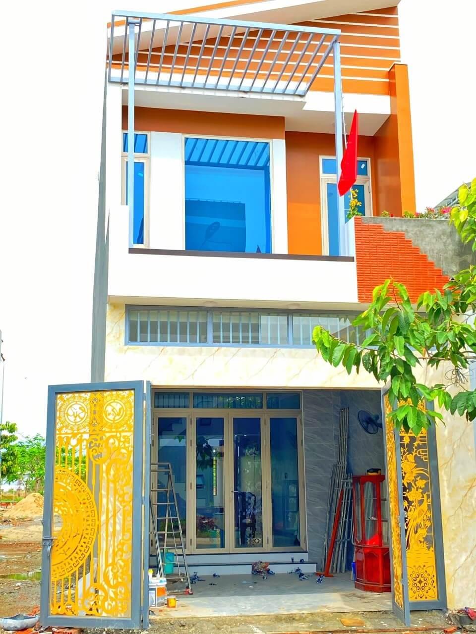 Sự đan xen giữa các tông màu đăng đối trong kiến trúc ngôi nhà