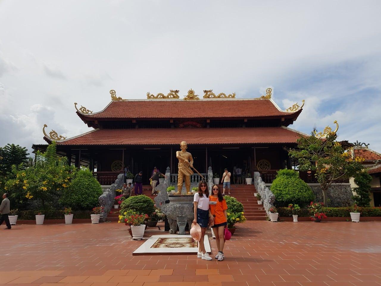 Tượng cụ Nguyễn Trung Trực tại Đền thờ