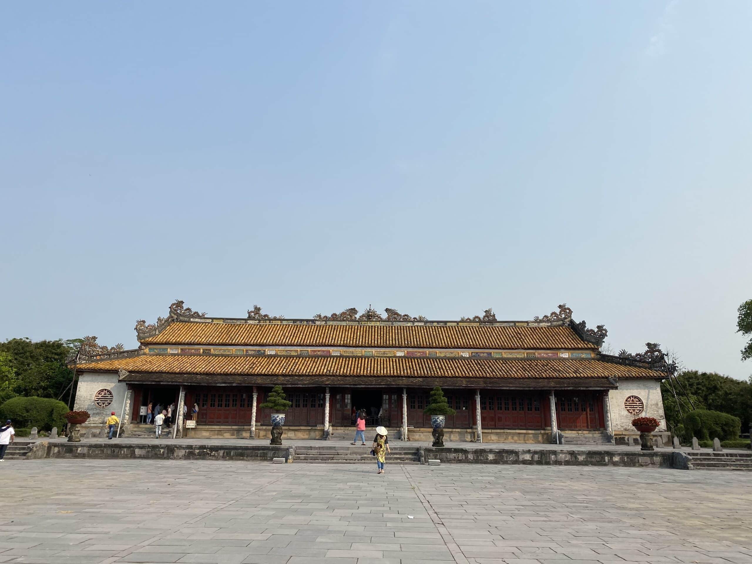 Đại Nội Huế chứng kiến sự sụp đổ của vương triều cuối cùng trong triều đại phong kiến Việt Nam với 13 đời vua.